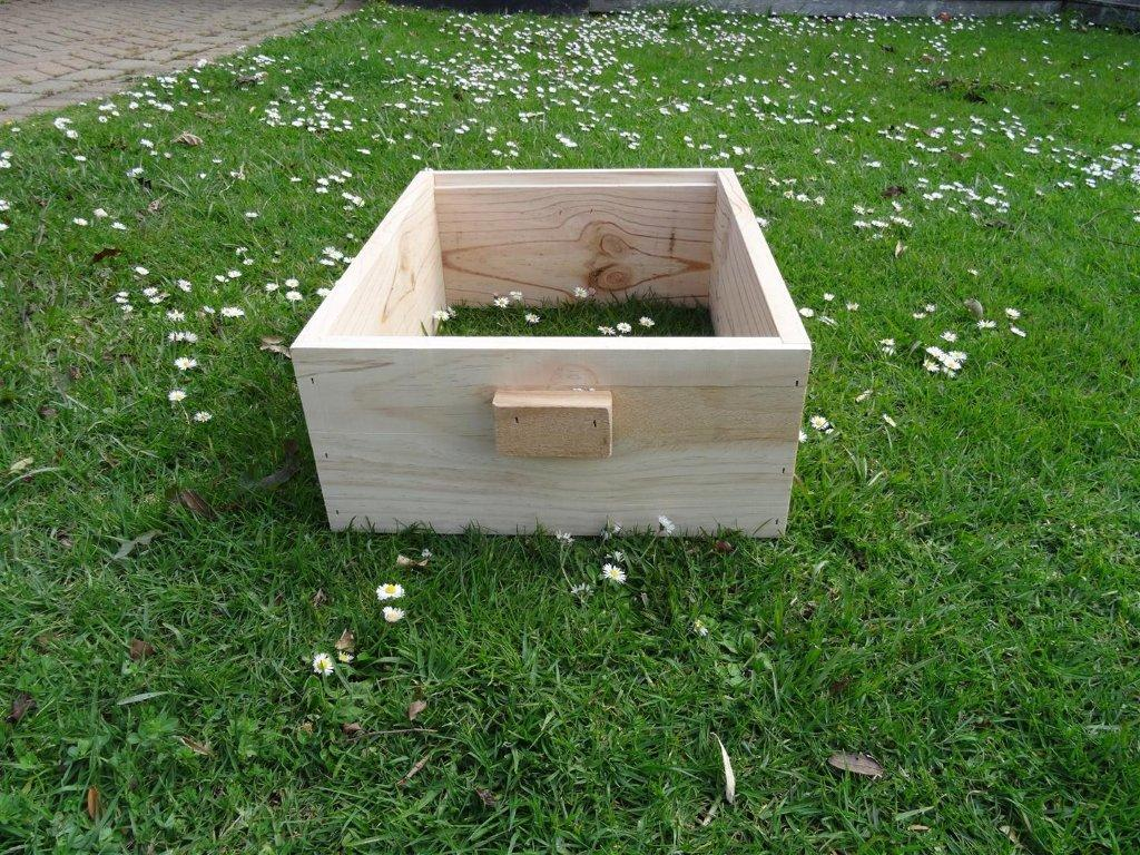 Beekeeper Cottage Langstroth three quarter plain box (Pine)